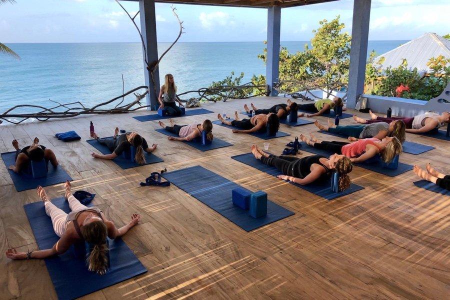 Cómo elegir un retiro de yoga